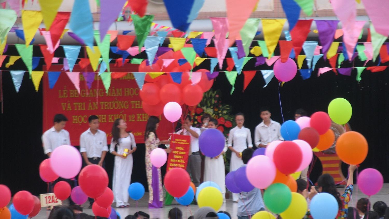Kết quả thi THPT Quốc gia năm 2015 của học sinh khóa I (2012- 2015) - mùa hoa đầu tiên của trường THPT Thạch Bàn - Hà Nội